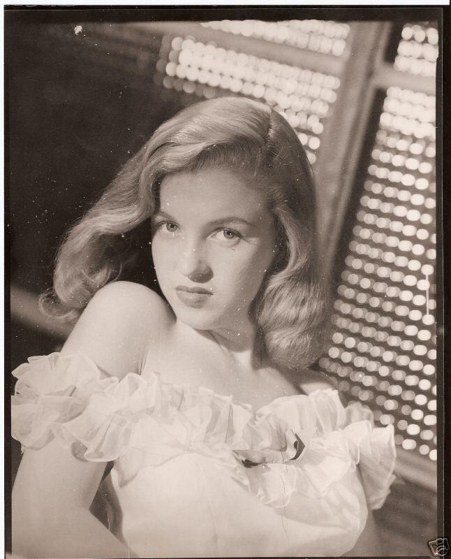Norma Jeane in 1946. Photo by Erwin Steinmeyer.
