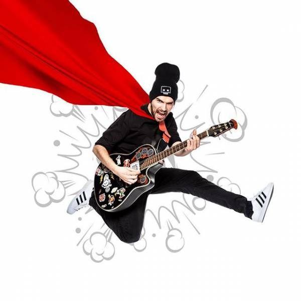 Noize MC зачитал рэп в ванной отеля в Красноярске http://actualnews.org/exclusive/205748-noize-mc-pouchastvoval-v-fleshmobe-zachitav-rep-v-vannoy-otelya-v-krasnoyarske.html  Российский рэпер Noize MC выступил вчера на концерте в баре MODS в Красноярске. Судя по выложенным кадрам из Instagram, присутствовало много поклонников, которым явно нравилось шоу. Было исполнено большое количество всем знакомых песен, а позже Алексеев даже сделал пару снимков с фанатами.