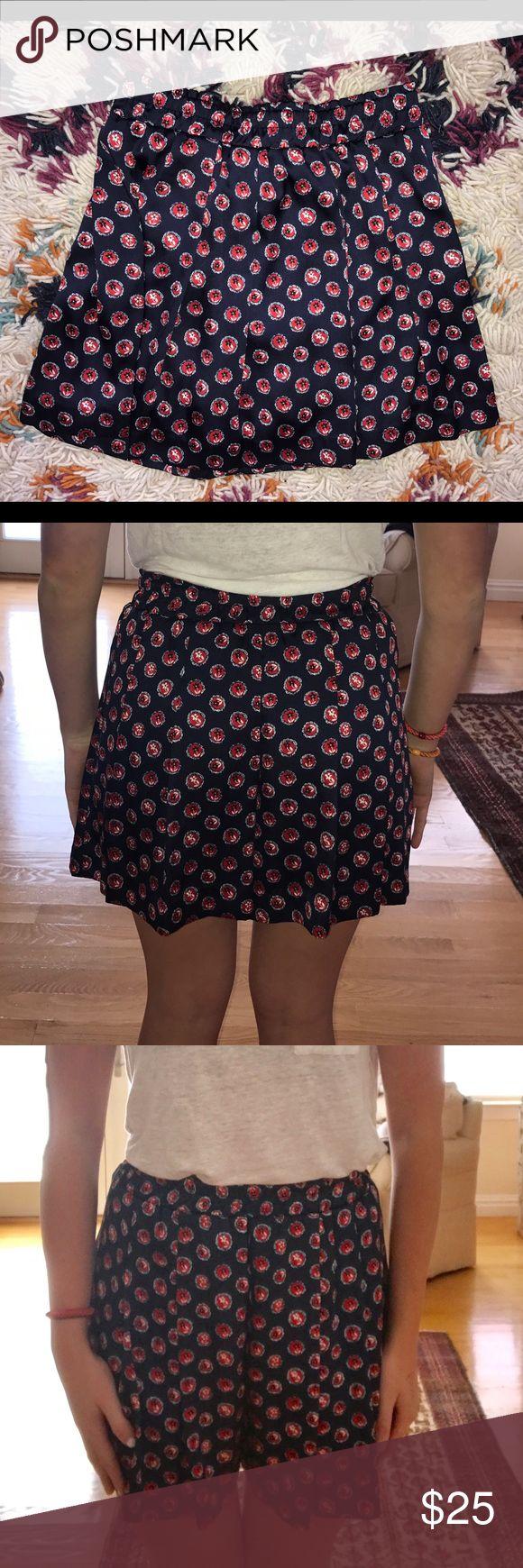 Uniqlo silk printed shorts Uniqlo silk printed shorts with sinch waist. Never worn. Looks like a skirt when worn. Uniqlo Shorts