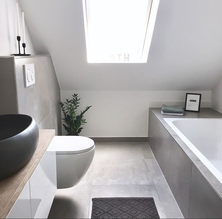 Master Bathroom: Betonoptik, schwarz, Holz, grau
