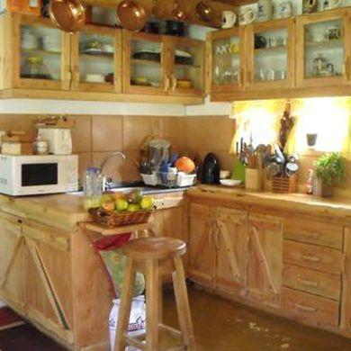Muebles cocinas rusticas with muebles cocinas rusticas latest cocina blanca con isla taburetes - Muebles cocina rustica ...