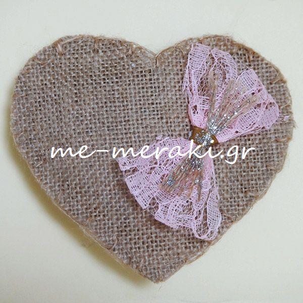Handmade wedding mpomponieres.  www.me-meraki.gr Μπομπονιέρα γάμου ή βάπτισης χειροποίητη, καρδιά (12 x 10 cm) λινάτσα στο χρώμα της άμμου, με διακοσμητικό φιόγκο απο ροζ δαντέλα.  www.me-meraki.gr