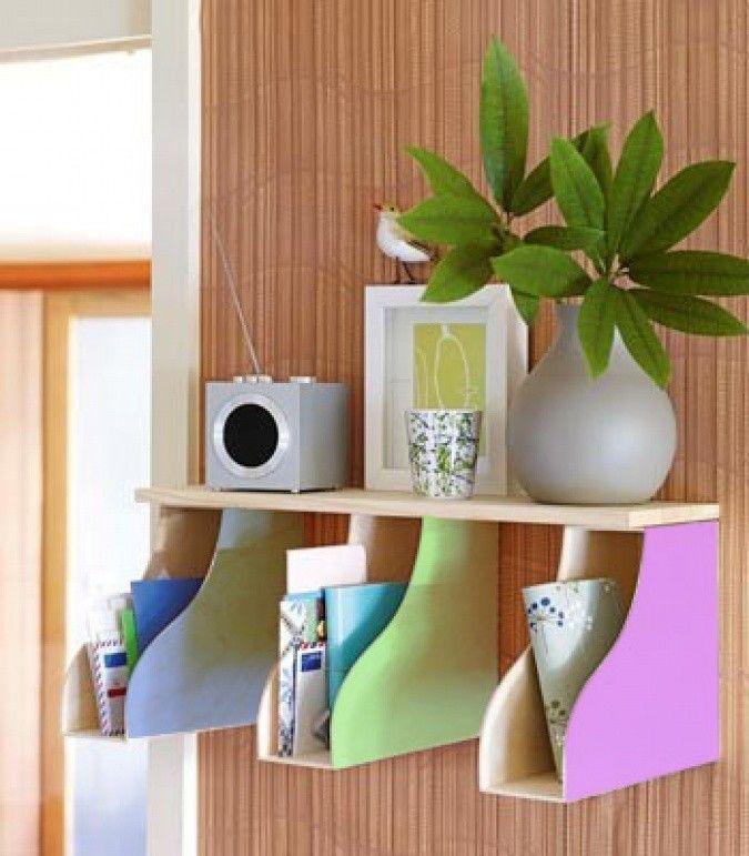 Adaptação criativa!#porta-revistas pregados à parede viram nichos para guardar objetos diversos! #facavocemesmo #decor #ficaadica