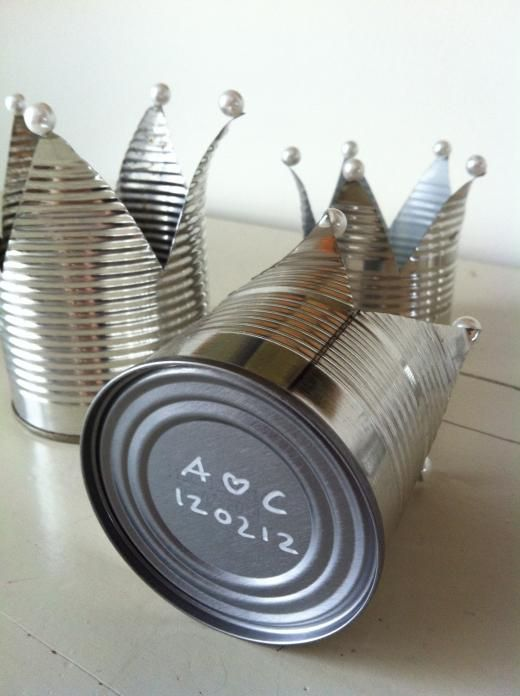 DIY Duka och dekorera. Ljuslyktor i form av konservburk. | make crown-ca ndels of a tin