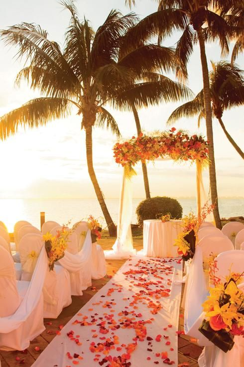 What a stunning wedding ceremony on the beach! We love everything about this!