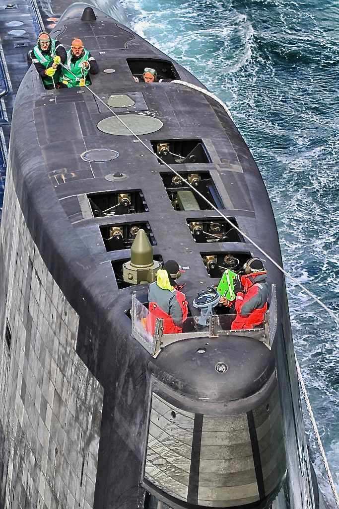 the navy and nuclear submarines Cbs this morning offers an exclusive look inside the navy's virginia-class submarine navy's newest, fastest submarines first nuclear submarine in.
