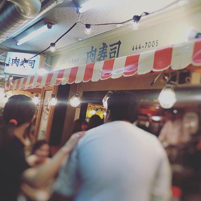 この間 #肉寿司 に行きました♡ … #恵比寿横丁 では並ぶの2組までと決められているみたい。 … 友だちが先に並んでくれていた! … ありがとうございます*\(^o^)/* … #肉 #寿司 #美味しい #ディナー #晩ごはん #夜ごはん #恵比寿 #馬肉 #牛肉 #豚肉 #モアハピ部 #モアハピ #読モ #読者モデル #ブロガー #samenyan #さめにゃん #meat #sushi #delicious #dinner #food #ebisu #blogger #instafood #instalike #instagood #happy