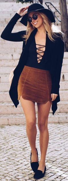Street style | Criss cross cleavage with brown skirt and floppy hat