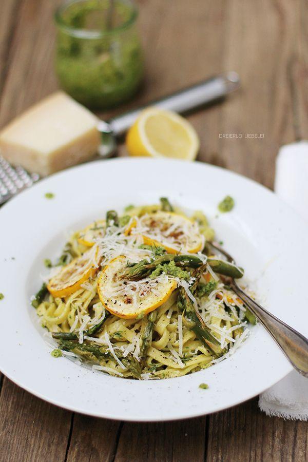 Dreierlei Liebelei: Pasta mit Rucola-Walnuss-Pesto, gebackenem grünem Spargel, Zitrone und gegrillter Zucchini + Zeitmanagement