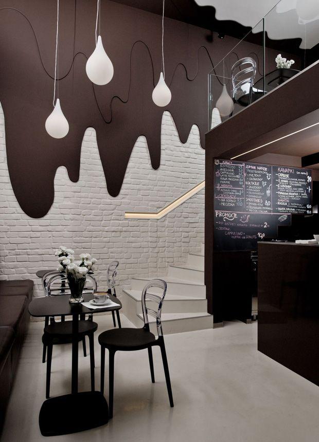 Ce café situé à Opole en Pologne offre effectivement à ses clients un cadre particulièrement appétissant, créé par le studio de design d'intérieur Bro.Kat.