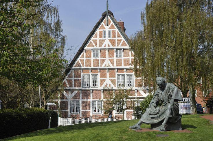 Hotel Windmüller, VG Skulptur Priester Hendrik, Steinkirchen, Samtgemeinde Luehe im Landkreis Stade