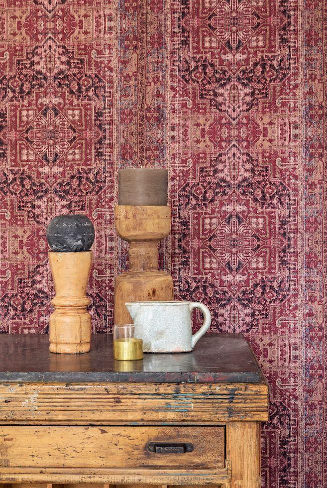 Dit behang van BN Wallcoverings past perfect binnen een etnische stijl. Stoer, robuust en sfeervol houten patroon! Shop dit behang uit de collectie Essentials bij Decorette.