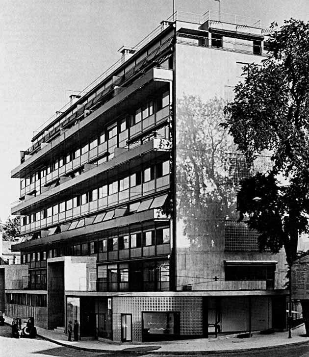 """""""Марсельская жилая единица"""", Марсель, Франция, 1947-52 гг. Детсад на крыше. Архит. Ле Корбюзье."""
