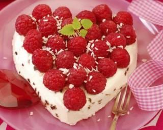 Cheesecake coco-framboises : http://www.fourchette-et-bikini.fr/recettes/recettes-minceur/cheesecake-coco-framboises.html