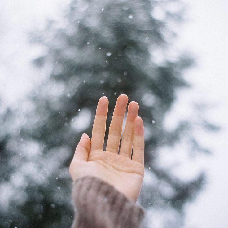 Картинки снег на руке