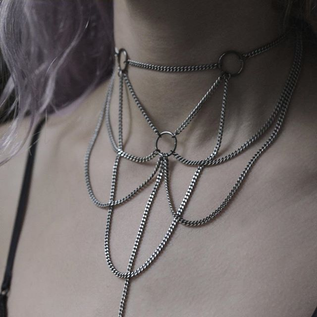 REGALROSE | CELEST. Silver Webbed Chain Choker