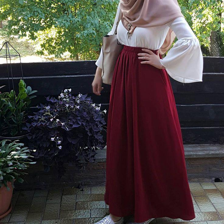 """1,084 Likes, 9 Comments - HijabApp (@hijabappofficial) on Instagram: """"✨: @modestybyfarhana #HijabApp"""""""
