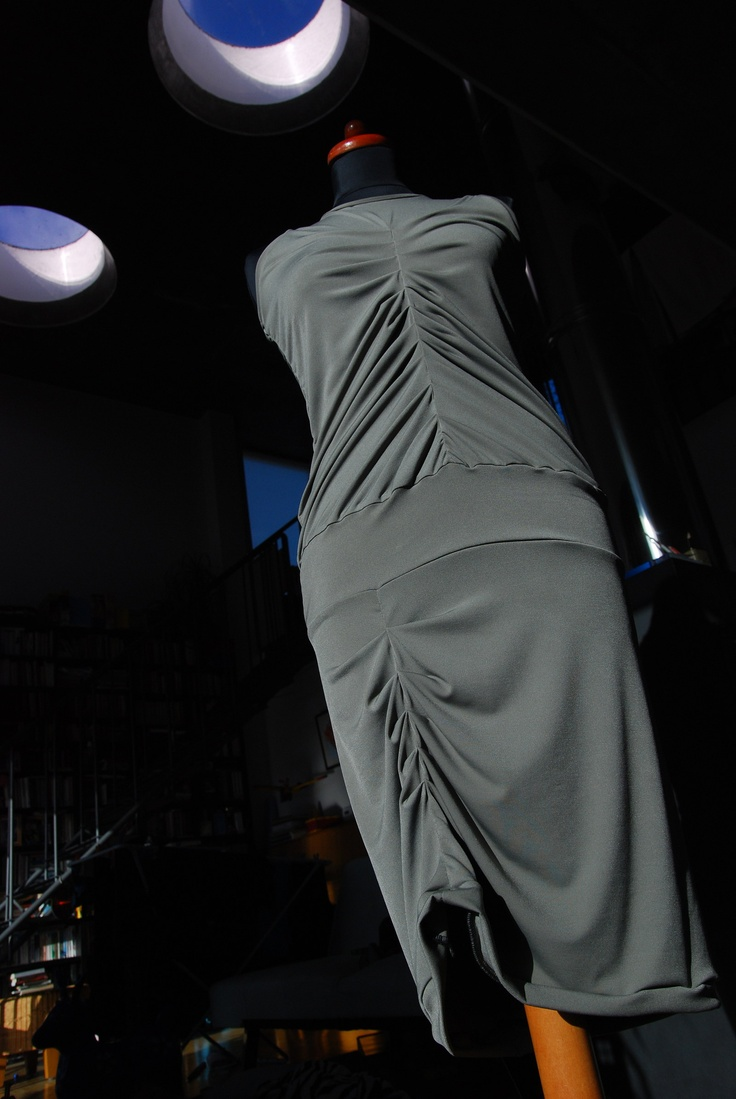 Elastické řasené šaty