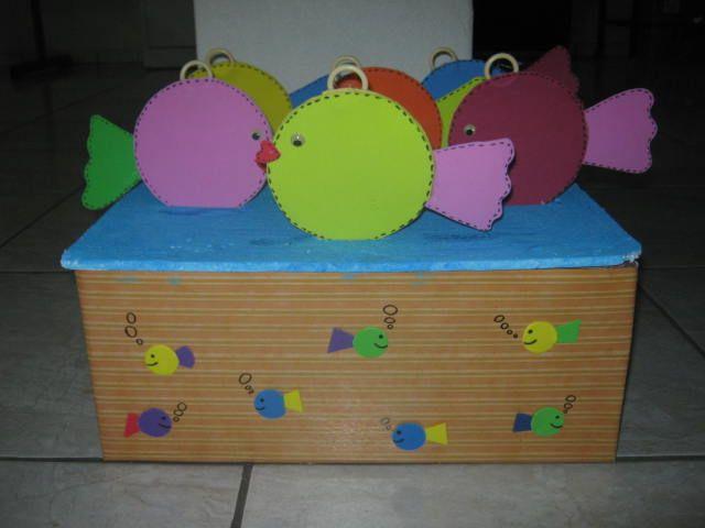 Caixa decorada para as crianças brincarem de pescaria, depois de uma história bíblica..