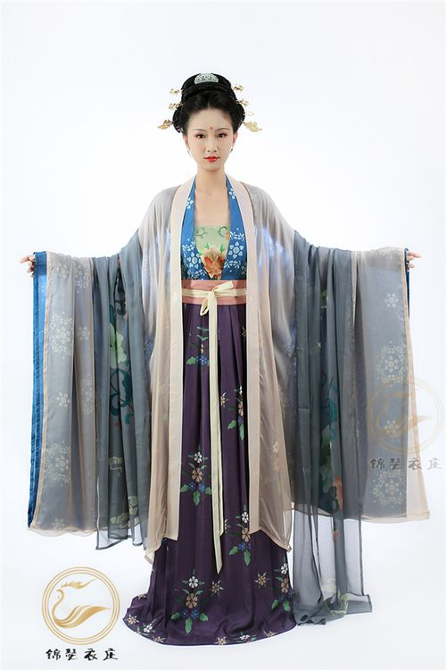 Jinse Yizhuang's new designs of ceremonial Hanfu 唐制礼服 following the fashion trend of Tang Dynasty