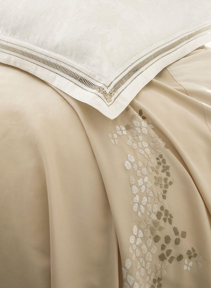 """Housse de couette et taie d'oreiller """"Hortensia"""" par D.Porthault. Cette collection s'accorde parfaitement avec la couette synthétique 4 saisons Alliance de Dumas https://www.dumas-paris.fr/couettes/synthetique/4-saisons/50-couette-synthetique-4-saisons-alliance.html  #lit #bed #chambre #bedroom #coton #cotton"""
