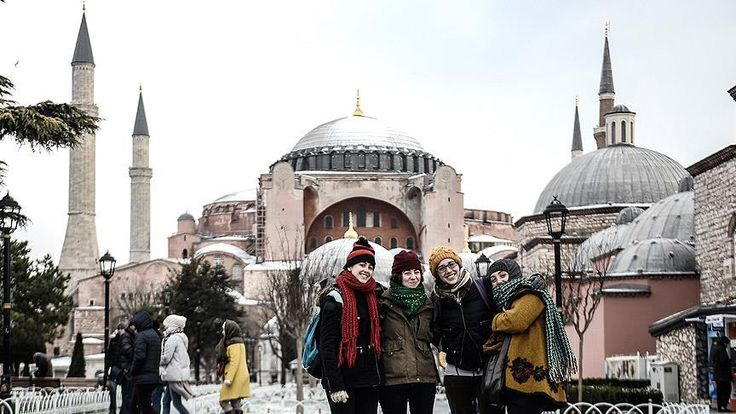 """Fatih Belediye Başkanı Demir, """"İstanbul, tüm terör olaylarına rağmen 2016 yılında 111 ülkeden, 9,2 milyon turist tarafından ziyaret edilmiş ve ülkemizin en çok ziyaret edilen şehri olmuştur."""" dedi."""
