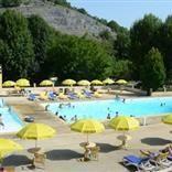Beter-uit vakantiepark La Draille is een prachtige, rustig gelegen familiecamping tussen de heuvels aan het riviertje Borrèze. Het park beschikt over grote kampeerplaatsen en heeft goed onderhouden, verwarmd sanitair. Tijdens de openingsperiode van de camping kunt u van alle faciliteiten gebruik maken. In het vakantiepark is een heerlijk verwarmd zwembad waar de kinderen zich kunnen uitleven op de glijbaan terwijl de ouderen kunnen zwemmen of relaxen.