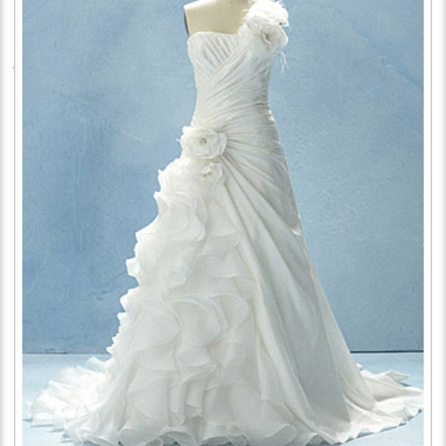 Disney Wedding Dress: Ariel  So pretty, but it would just swallow me up!