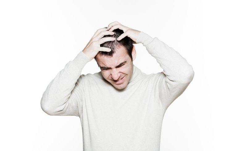 O tratamento caseiro para coceira no couro cabeludo poderá livrá-lo desta condição, que chega a ser irritante. A coceira ataca o couro cabeludo em decorrência de uma série de fatores. As origens mais comuns são a dermatite, caspa, ou por couro cabeludo seco. Pode, inclusive, ser contagiosa, quando provocada por infecções, ou doenças de pele.