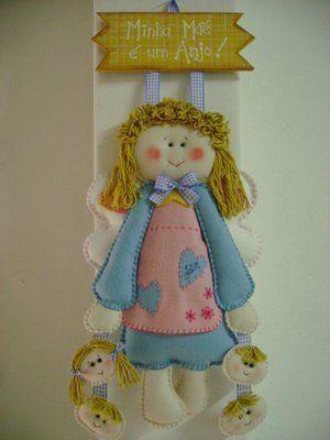 Muñeca en goma eva o tela, para el cuarto de las nenas.