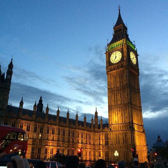 Instagram【dogdoggerdoggest】さんの写真をピンしています。 《#london #bigben #england #イギリス #ロンドン #ビッグベン #夜景 #nightview》