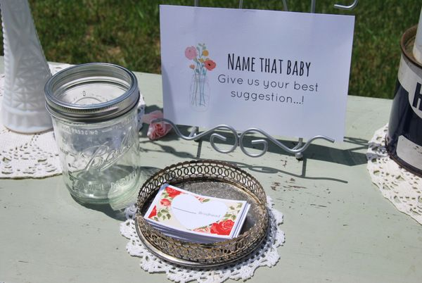Low key baby shower games and activities. Throw a relaxed and beautiful event for the mama-to-be!