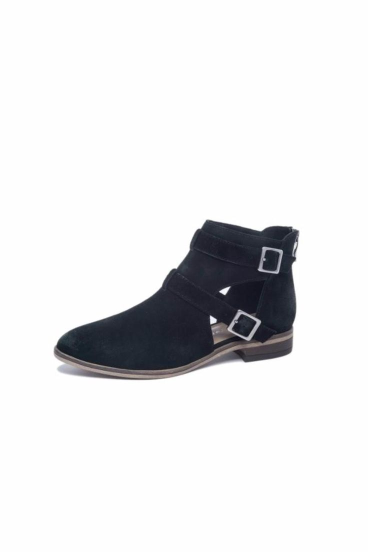 Soft leather bootie with a back zipper for easy on and off wear. Chinese Laundry Dandie by Chinese Laundry. Pennsylvania