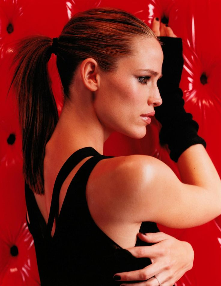 Casting: Jennifer Garner also has a good look. Her hair length is more ideal. I also like the pulled-back look.