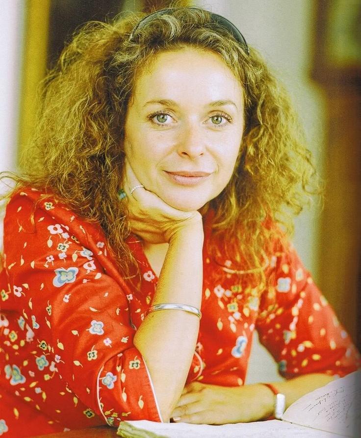 Julia Sawalha, loved her as Saffron on Absolutely Fabulous