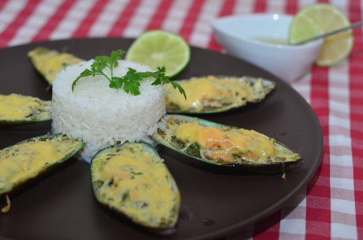 Мидии c сыром в сливочном соусе | Готовится просто, а результат — нежнейшие мидии в ароматном соусе и хорошее настроение.