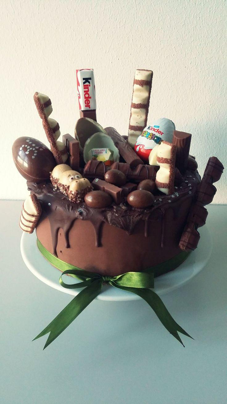 Für ihren Schokoholic hat Chantal eine Schokoladentorte zum 30. Geburtstag gezaubert. Habt Ihr auch solche Ideen. Dann kommentiert gerne oder schickt uns ein Foto von Eurer leckeren Süßigkeit! Hochwertige Schokolade findet Ihr auch in unserem Shop.  http://www.tolletorten.com/Schokolade-Pralinen/Schokoladen-Callebaut:::405_408.html