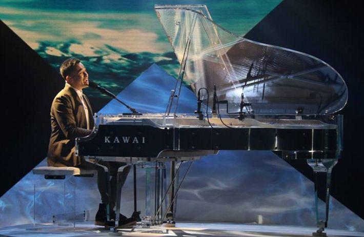 Fil-Australian singer Cyrus Villanueva performed his version of Ellie Goulding's monster smash 'Love Me Like You Do' on The X Factor Australia Top 5 live performance show on Monday, November 9, 2015.