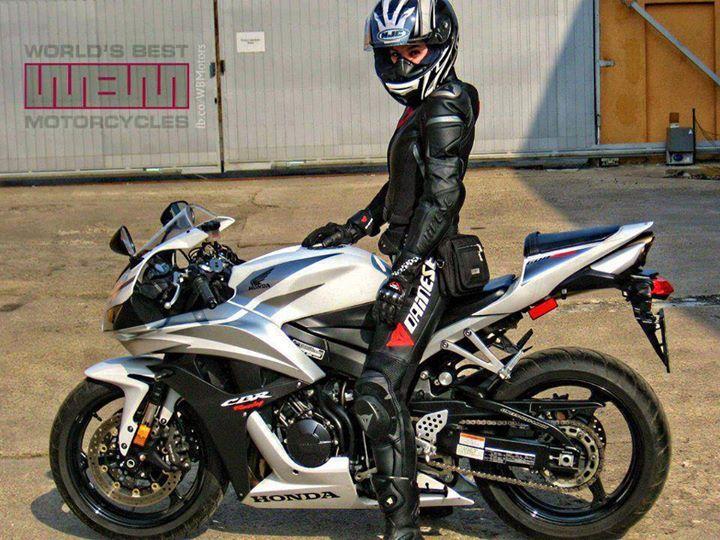 sexy women nude on sportbikes