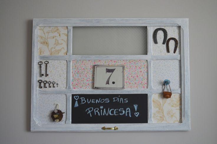 Media puerta hecha cuadro, solo necesitas: papel pintado, pintura pizarra, pintura de madera y adornos al gusto!