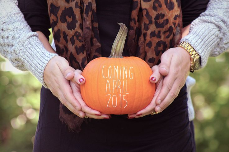 This is the CUTEST Fall pregnancy announcement! Baby Announcement perfect for Fall! Pregnancy Announcement, Maternity Photography, Pumpkin Baby Announcement