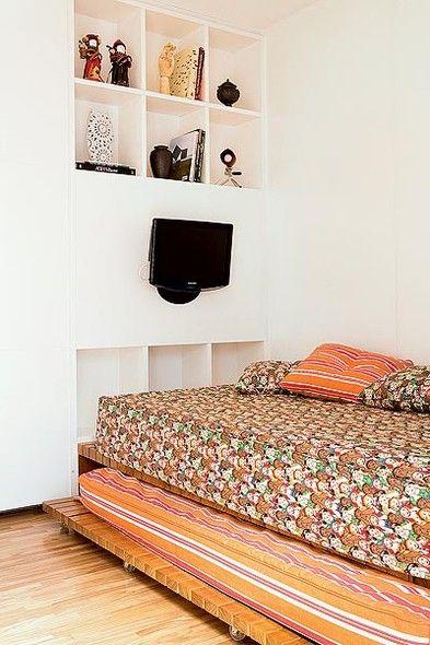 A bicama tem colchões com tecidos diferentes, da Regatta, no quarto projetado pela arquiteta Simone Mantovani