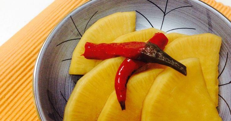 クックパッド「作りおきレシピ」掲載感謝♪ちょっとピリ辛のつまみたくなるお漬け物です。お茶請けに箸休めにどうぞ(^^)