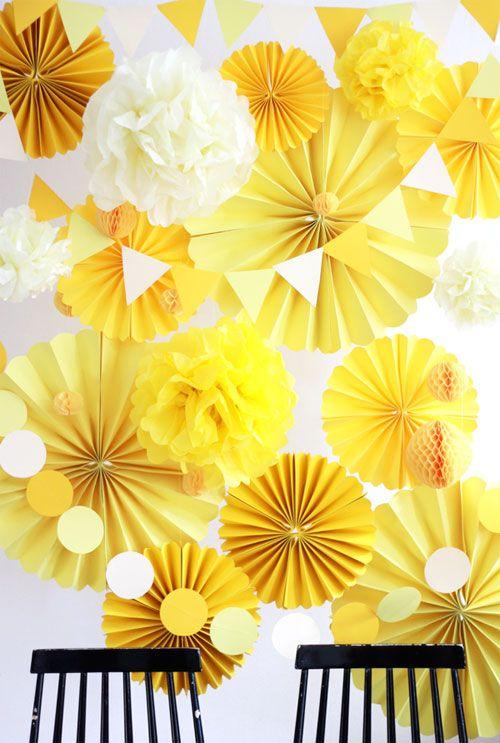 Photocall amarillo para bodas                                                                                                                                                                                 Más