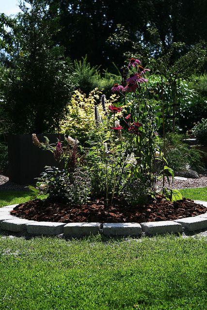 Simple Circular Backyard Flower Garden
