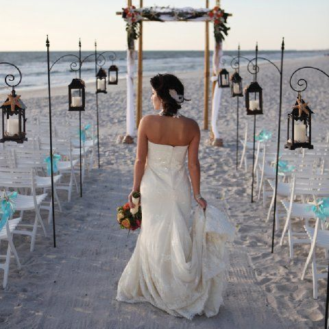 beach wedding. <3