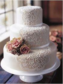 Sencilla pero elegante tarta nupcial ¿qué opinas?