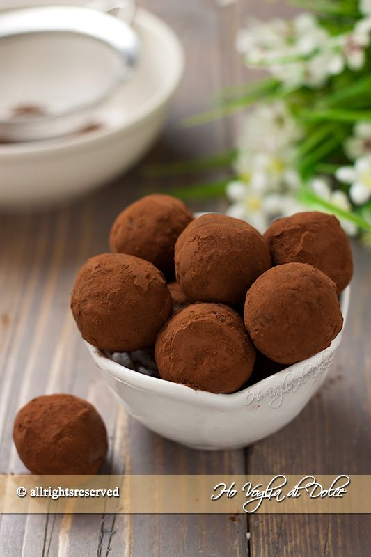 Tartufi al caffè e cioccolatoIngredienti per circa 20 tartufi a secondo della…