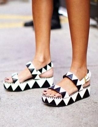 Graphic lug sole sandals #festivalfashion