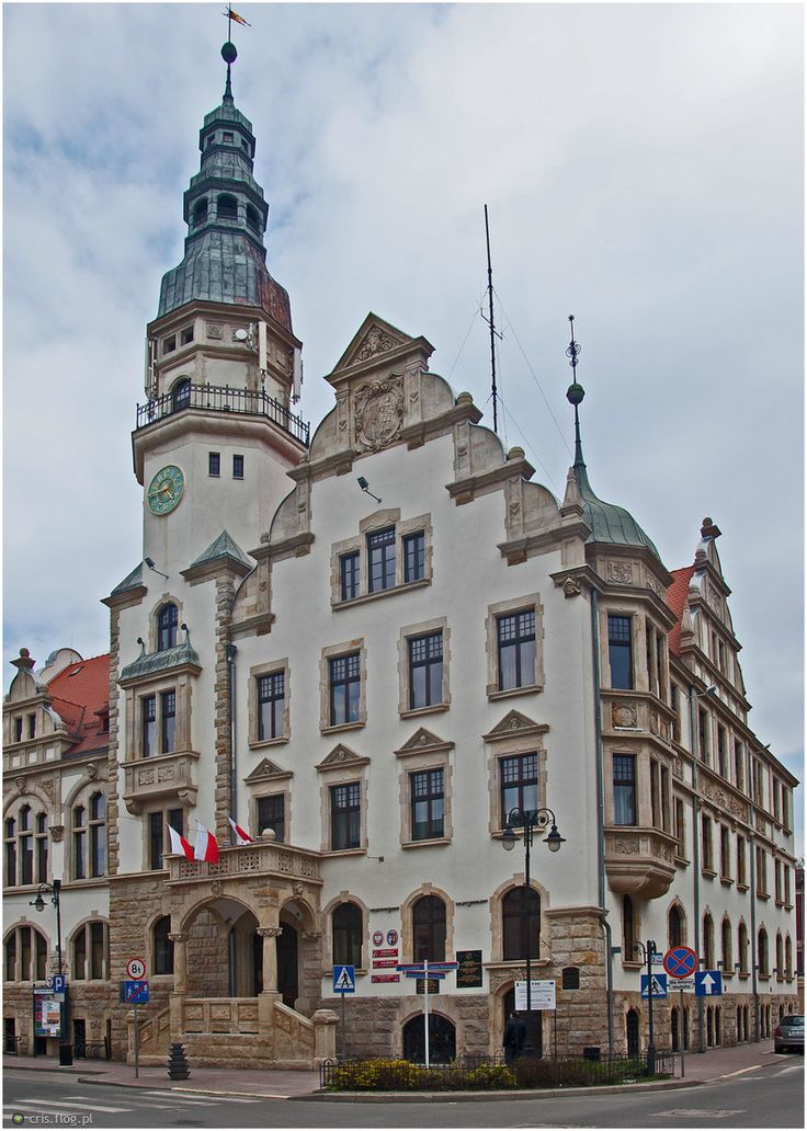 Ratusz w Kamiennej Górze – neorenesansowa budowla wzniesiona w latach 1904-1905. Obecnie jest siedzibą Urzędu Miasta.